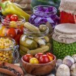 заготовки из овощей, выращенных в теплице - обложка статьи
